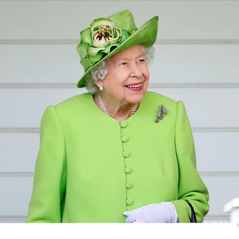 Отдохнет от суеты: королева Елизавета II уезжает в любимый особняк ее мужа принца Филиппа