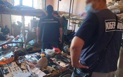 У Харківській області арештанти, сидячи у СІЗО, виманили в довірливих покупців 18 млн грн: серед потерпілих є іноземці