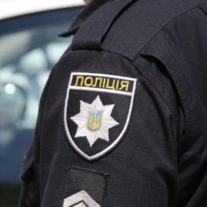 На Волыни пьяный мужчина стрелял из пистолета во дворе дома