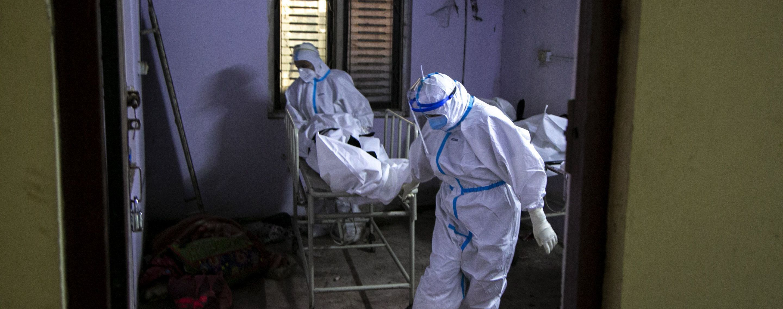 """В Индии умер первый пациент, который был заражен новым подвидом """"индийского"""" штамма коронавируса"""