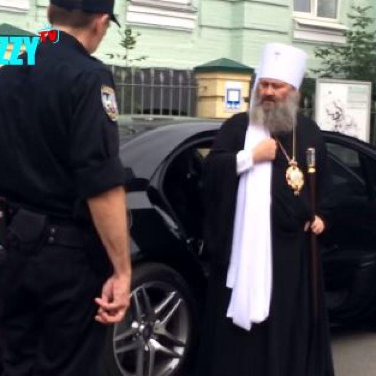 У поліції Києва прокоментували скандальний інцидент із хамовитим настоятелем Лаври
