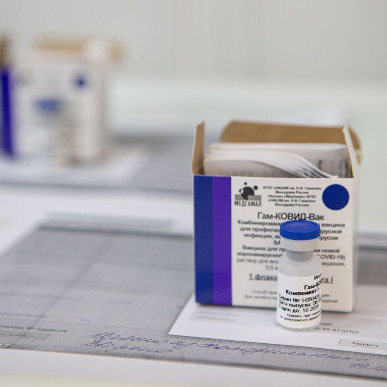 """""""Это просто совпадение"""": в России снова после вакцинации коронавирусом инфицировался медик"""