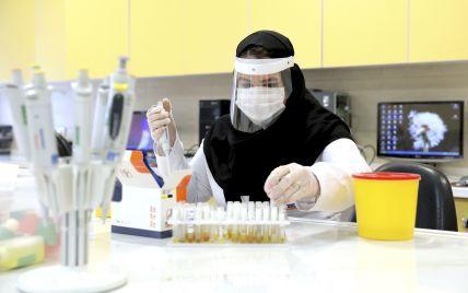 Вчені виявили молекули, які показують захищеність від COVID-19 після вакцинації