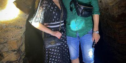 Аліна Гросу у касці з коханим, батьками та братом дослідила одеські катакомби