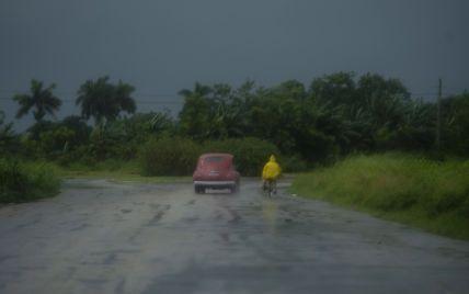 Специалисты рассказали, насколько возрастает расход топлива в авто во время дождливой погоды