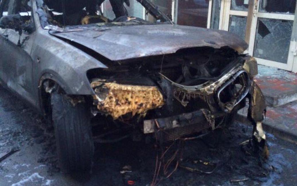 В Киеве дотла выгорели две иномарки / © facebook/Юлия Цаголова
