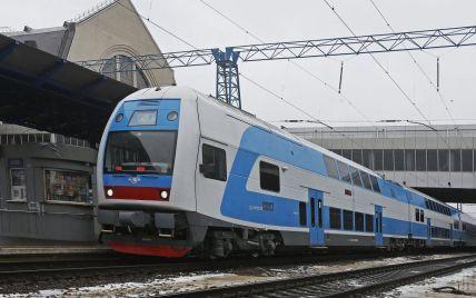 В Киеве на железнодорожном вокзале поезд перерезал пополам мужчину