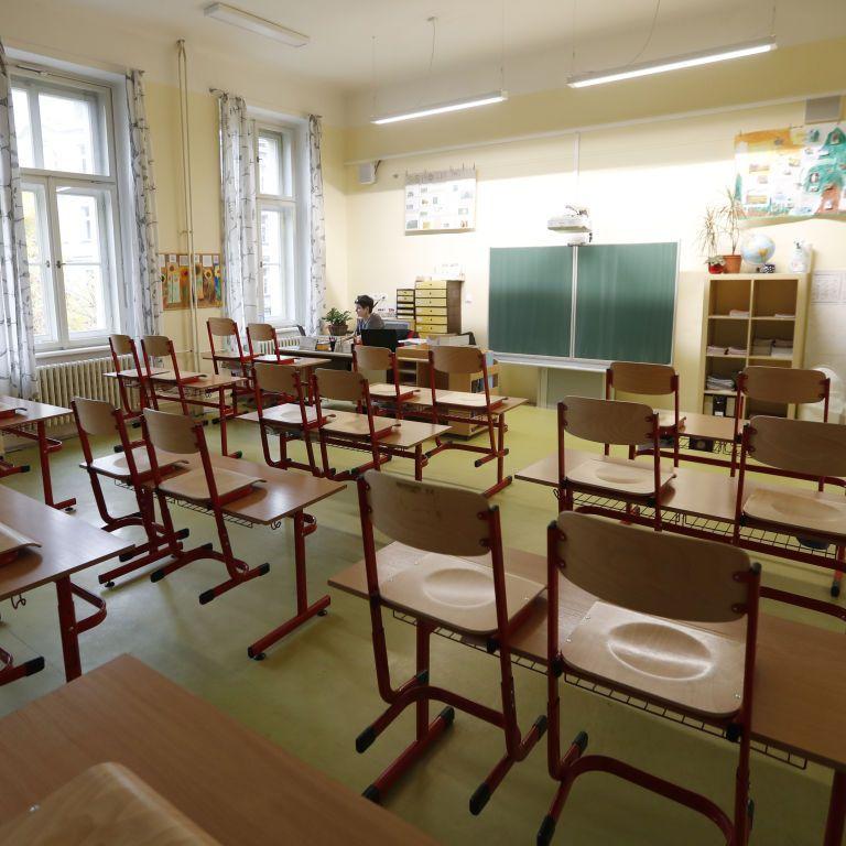 Естонія від 14 грудня через пандемію переводить школи на дистанційне навчання
