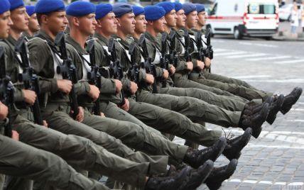 """В Северодонецке впервые проведут военный парад: бойцы учатся синхронным лозунгам и верят в бегство """"ваты"""""""