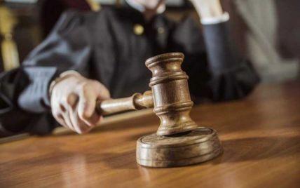 Харківський суд оштрафував вчительку, яка побила та обрізала волосся коханці свого чоловіка