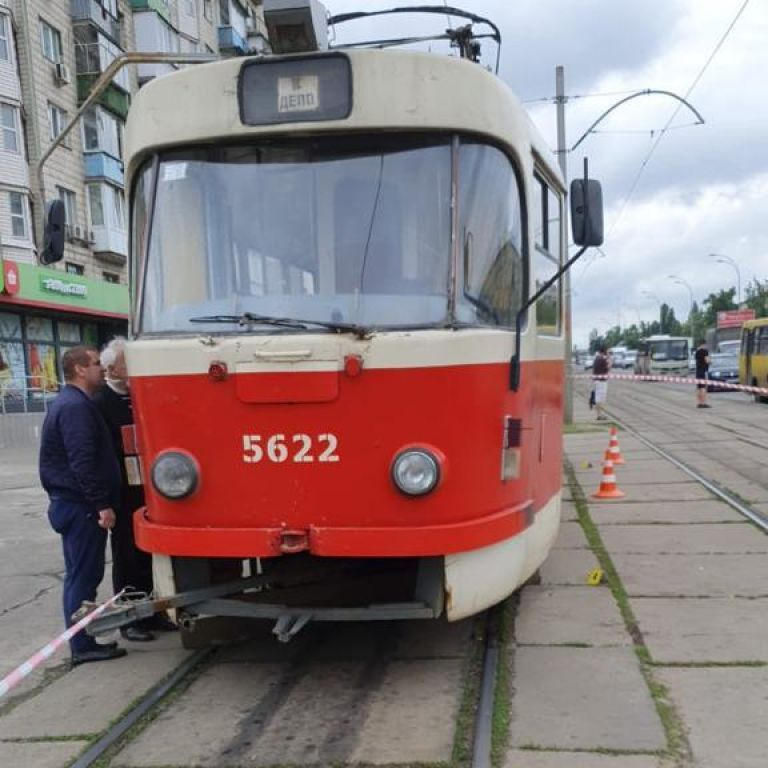 Падение женщины под трамвай: полиция Киева обнародовала подробности инцидента