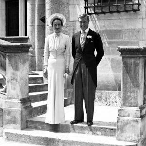 В шляпе вместо тиары: вспоминаем свадебный образ Уоллис Симпсон - супруги короля Эдуарда VIII