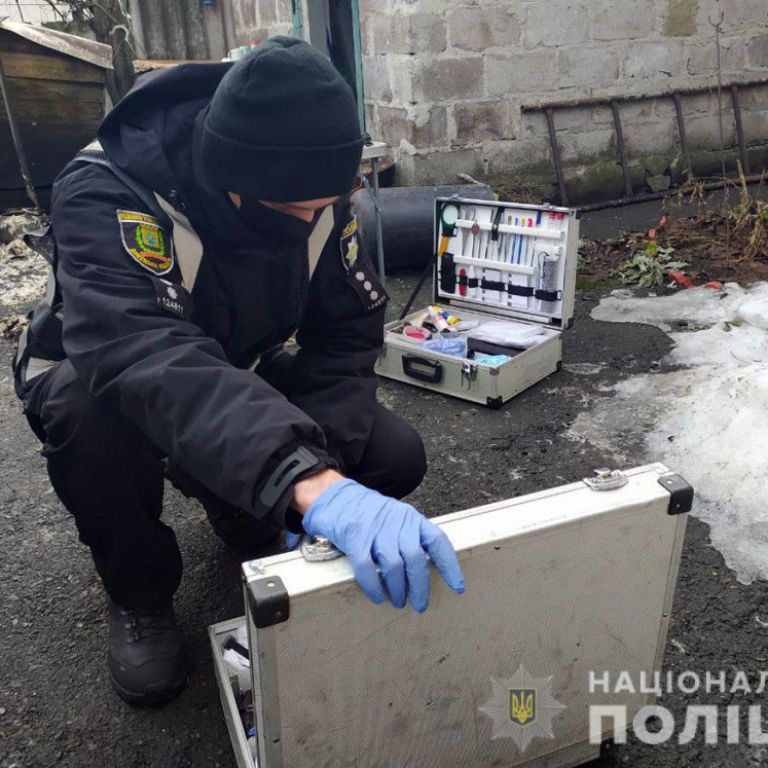 Пытался сжечь заживо: в Донецкой области мужчина напал на женщину в ее собственном доме