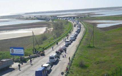 Очереди на границе с оккупированным Крымом: российские службы дважды за день останавливали пропуск