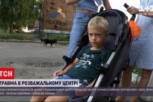 Новости Украины: как случилось, что о ребенка разбилось стекло с витрины и кто за это ответит