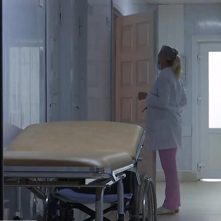 """""""Заставляют писать заявления"""": медики из Ровно жалуются, что коронавирус у них не признают как профзаболевание"""