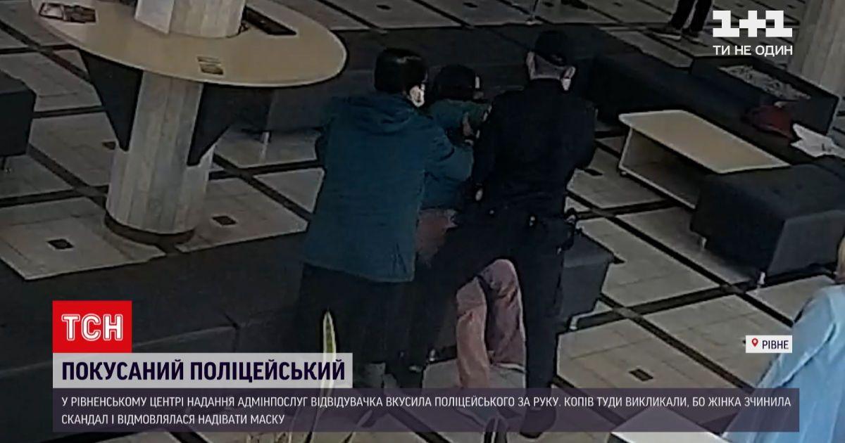 Новости Украины: гражданка Швеции в Ровно отказалась надевать маску и покусала полицейского