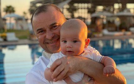 55-річний Віктор Павлік показав свого 3-місячного сина-копію від молодої дружини