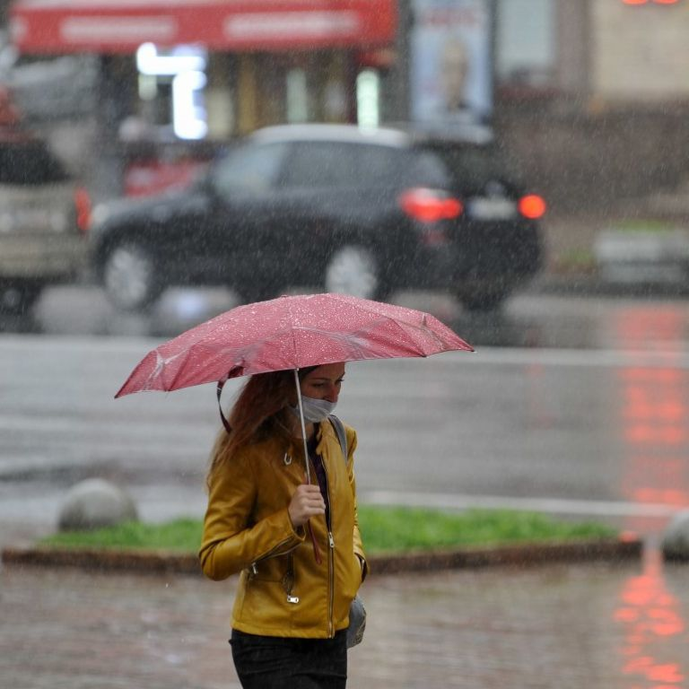 Погода в Україні 17 травня: рятувальники попередили про град, грози та сильний вітер