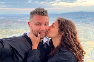 """Обіймалися і цілувалися: екс""""Холостяк-11"""" Заливако показав з Каппадокії романтичні знімки з коханою"""