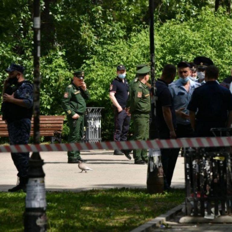 В России мужчина с ножом напал на людей в парке: есть погибшие