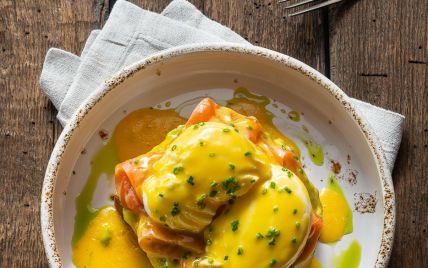 На завтрак: быстрый рецепт яйца Бенедикт с лососем