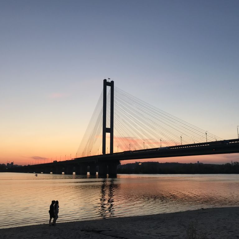 Київських водіїв попередили про обмеження руху на Південному мосту