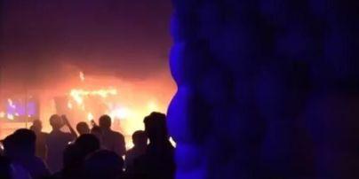 Появились видео пожара во львовском ночном клубе