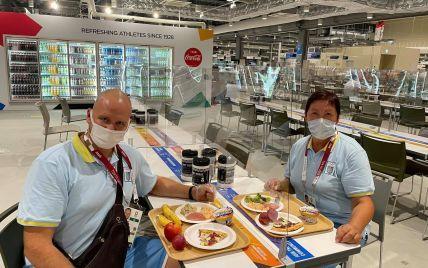 Носят маски и едят за перегородками: первые фото украинских олимпийцев в Токио