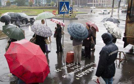 В Одесі через зливу пішоходам довелося йти по щиколотку у воді