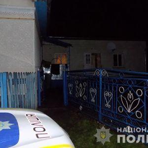 Закривавлену мертву жінку на підлозі знайшли сусіди: у Тернопільській області чоловік вбив дружину