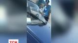 Артемовского ГАИшника, который для проверки документов разбил стекло в машине, отстранили от работы