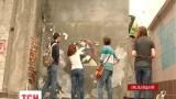 На Хмельнитчине активисты украшают серые здания картинами французского художника