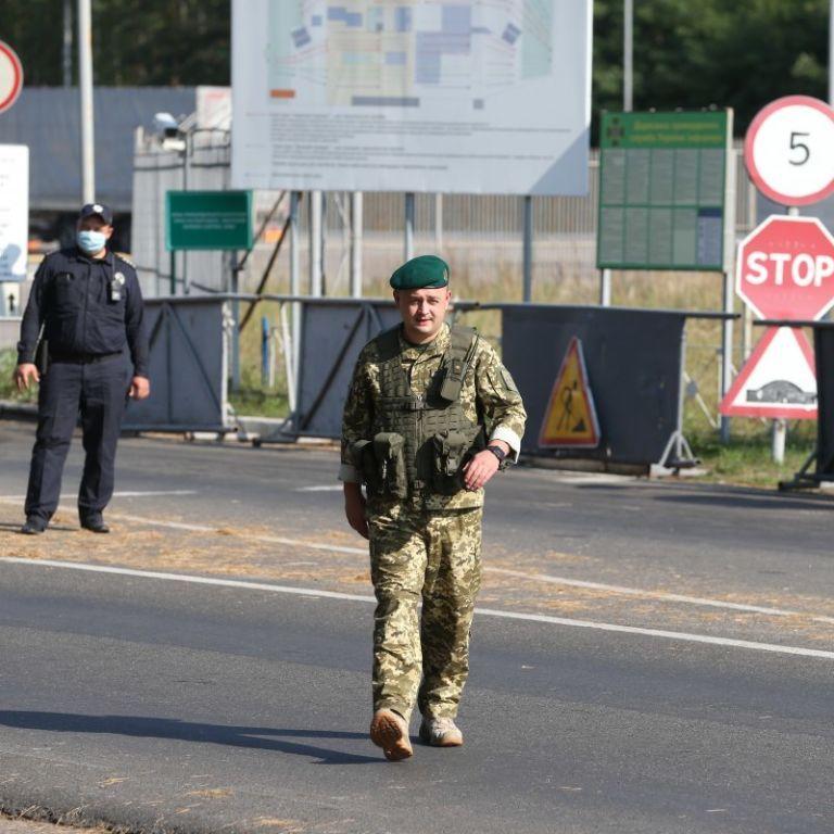 Соседние страны изменили условия въезда для украинцев: что следует учесть при пересечении границы