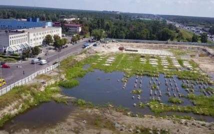 У Києві замість нового ТРЦ Lisova Mall утворилося озеро з качками: відео з дрона