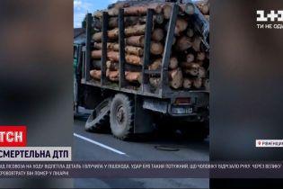 Новости Украины: в Ровенской области деталь от колеса лесовоза убила пешехода