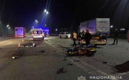 Влетів у фуру: в ДТП у Рівненській області розбився на смерть 23-річний мотоцикліст