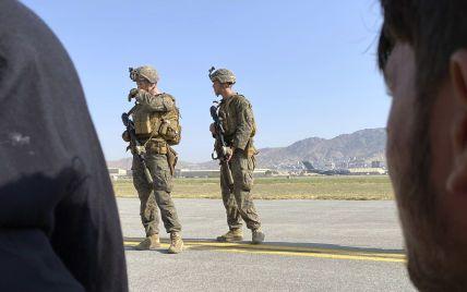 Беженцы из захваченного Афганистана напали на американскую военнослужащую: детали