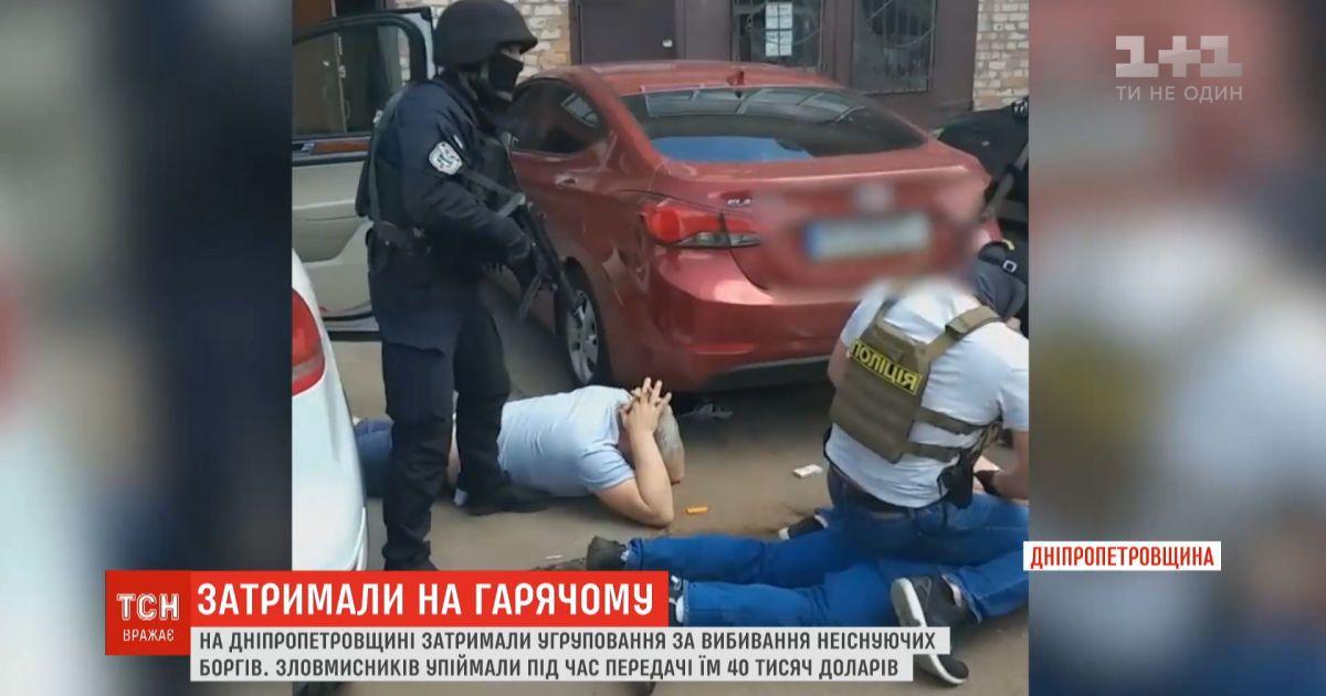Работника полиции и депутата райсовета задержали за выбивание долгов, которых не существовало