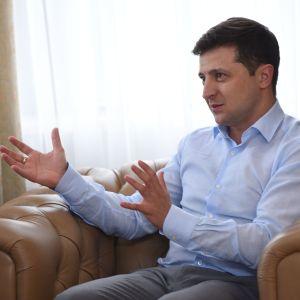 Зеленский не хочет вмешиваться во внутренний политический конфликт США - The Washington Post