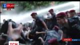 В Ереване 250 человек задержаны, два десятка активистов и полицейских в больницах