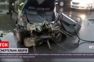 Новини України: в Одесі авто, що проїхало на червоне світло, від удару розірвало навпіл
