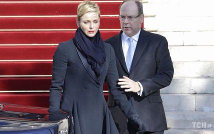 Ходят слухи о разводе: в прессе обсуждают неискренние эмоции Шарлин и князя Альбера II
