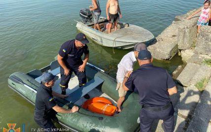 Терял силы и надежду: в Одесской области спасли парня, которого унесло на матрасе
