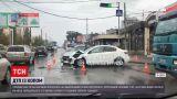 Новини України: в Одесі поліцейський проскочив на червоне світло і протаранив легковик