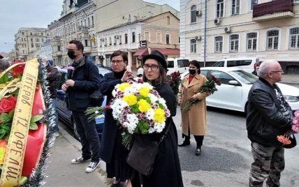 """У Харкові попрощалися з лідером гурту """"Мертвий півень"""": друзі думали, що його смерть - дурнуватий жарт"""