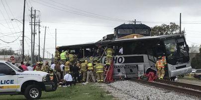 У США зросла кількість постраждалих у зіткненні поїзда і автобуса