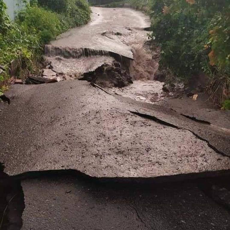 Зруйновані автошляхи та зсуви: під Харковом злива змила асфальт (відео)