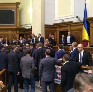 З'явилося відео видовищної бійки депутатів у Раді