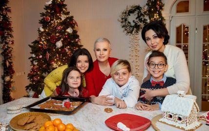 """Мазур, Мосейчук и Падалко снялись в новогоднем проморолике """"1+1"""" вместе с детьми"""